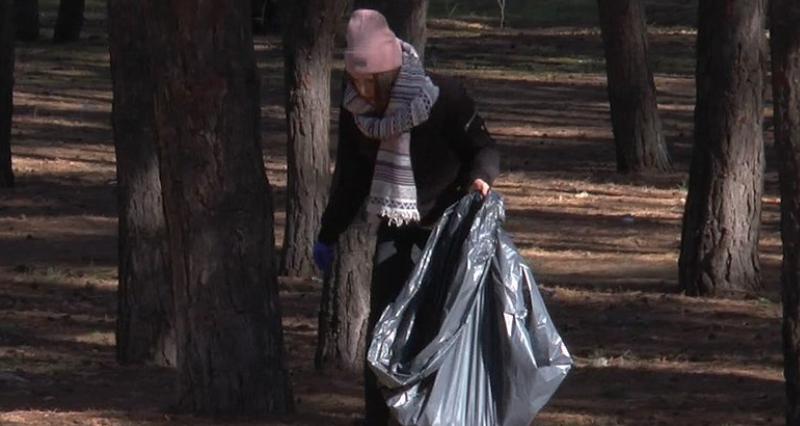 В Николаеве танцовщики собрали мусор на продажу (ВИДЕО)