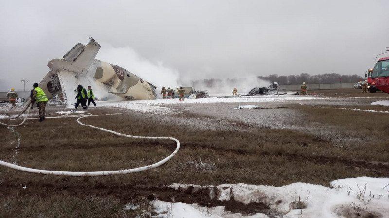В Казахстане разбился военный самолет с шестью людьми на борту (ВИДЕО)