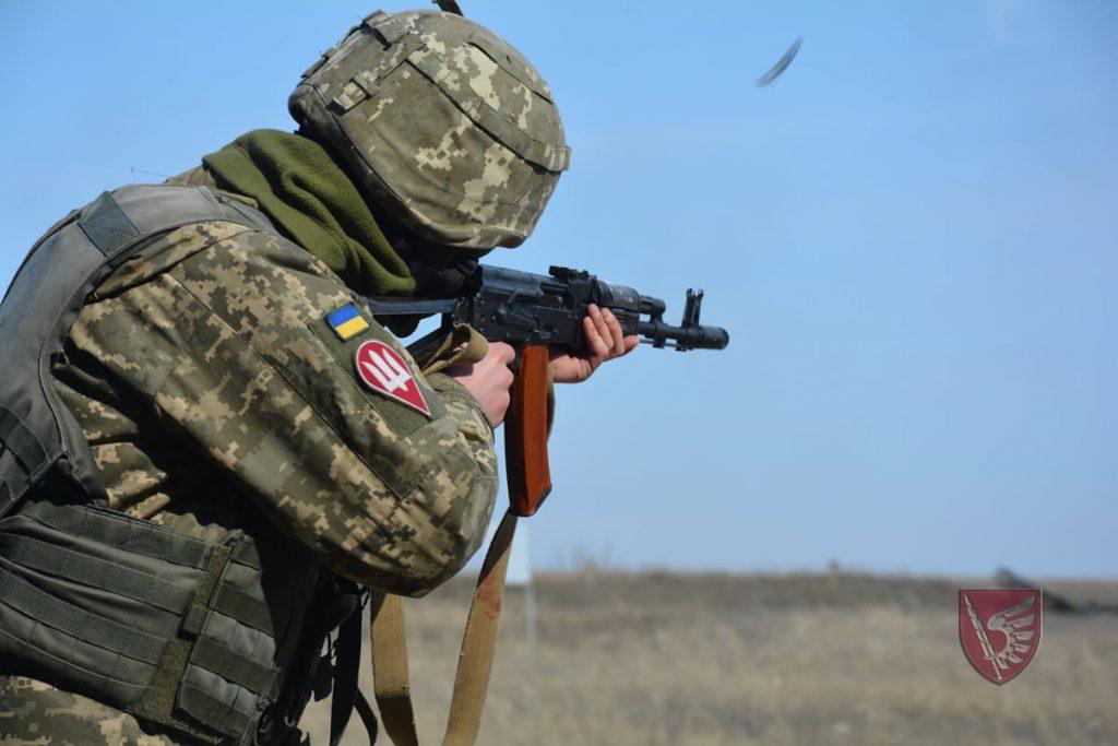 Днем и ночью: николаевские десантники повышают боевые навыки в полевых условиях (ФОТО) 1