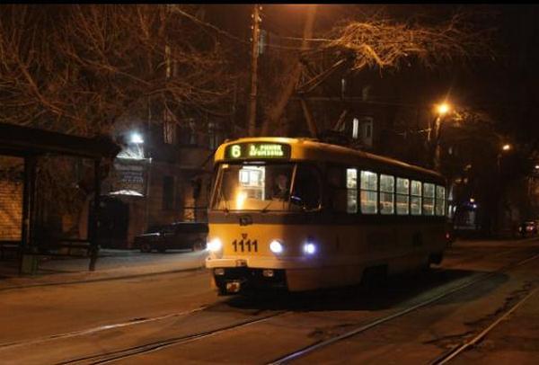 В Николаеве неизвестный разбил стекло в трамвае