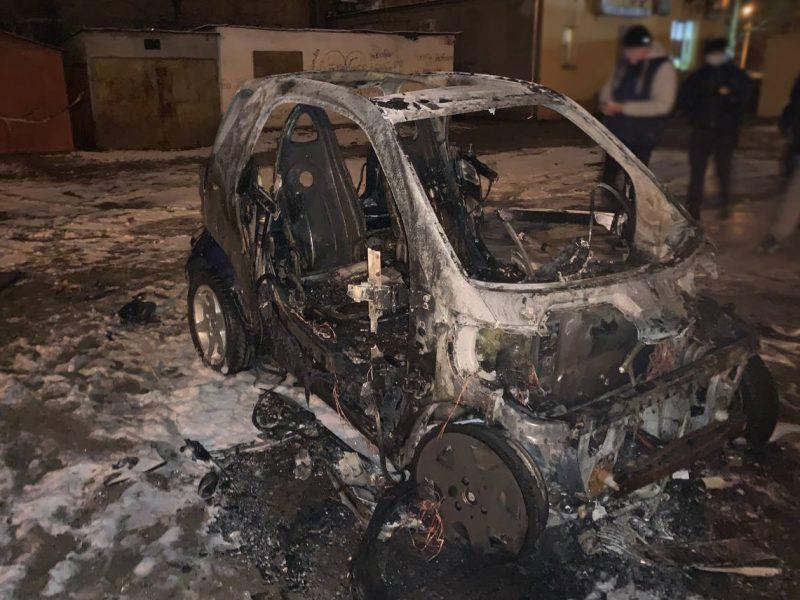 В заводском районе Николаева сгорел SMART (ФОТО)