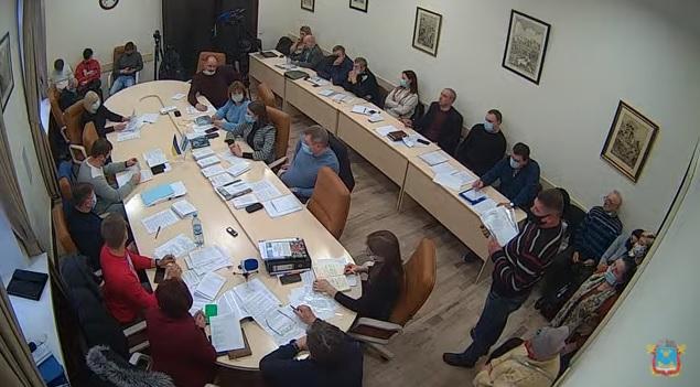 Депутаты Николаевского горсовета порекомендовали директору ЖЭК-10 самому подобрать себе помещение, коль то, которое он занимает, они отдают БФ «Доброта и Доверие»