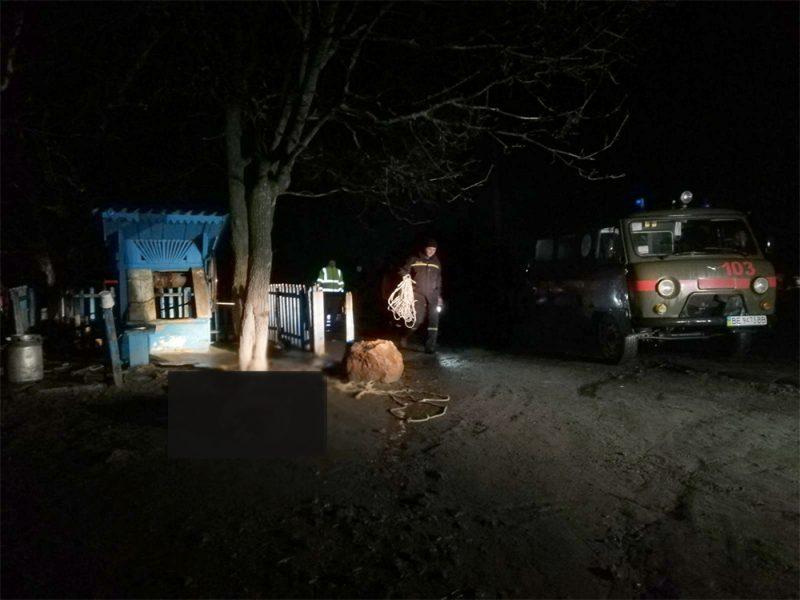 На Николаевщине из колодца достали тело 19-летнего парня (ФОТО)