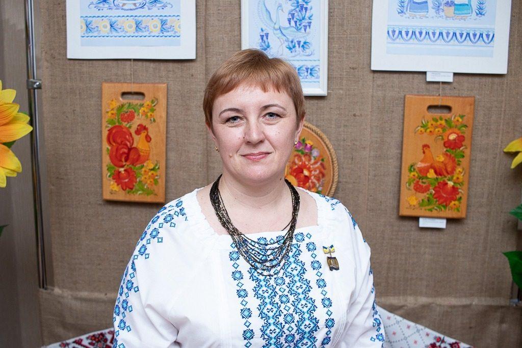 В Николаеве открылась выставка уникальной таврийской росписи Любови Паранюк (ФОТО) 1