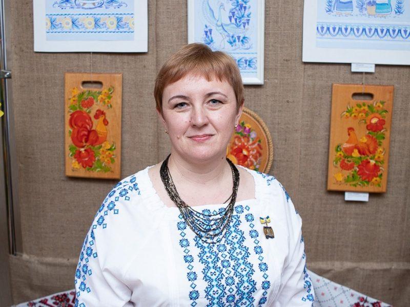 В Николаеве открылась выставка уникальной таврийской росписи Любови Паранюк (ФОТО)