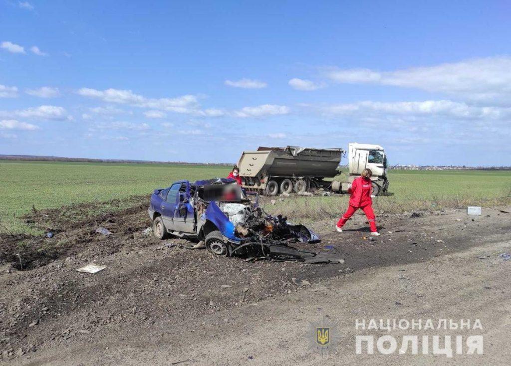 На Николаевщине такси столкнулось с грузовиком - трое погибших (ФОТО, ВИДЕО) 1