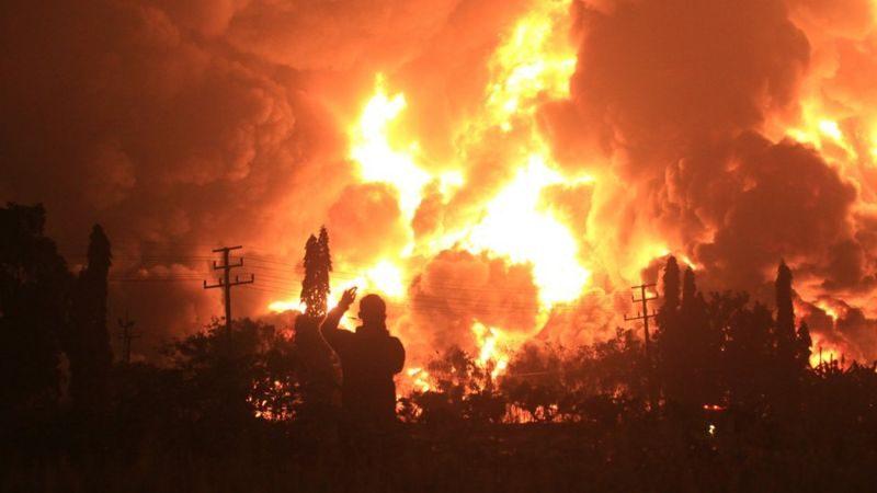 Пожар на нефтеперерабатывающем заводе в Индонезии: известно о 20 пострадавших (ФОТО)