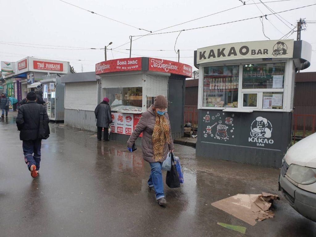 У Центрального рынка в Николаеве демонтировали 7 самовольно установленных киосков (ФОТО) 1