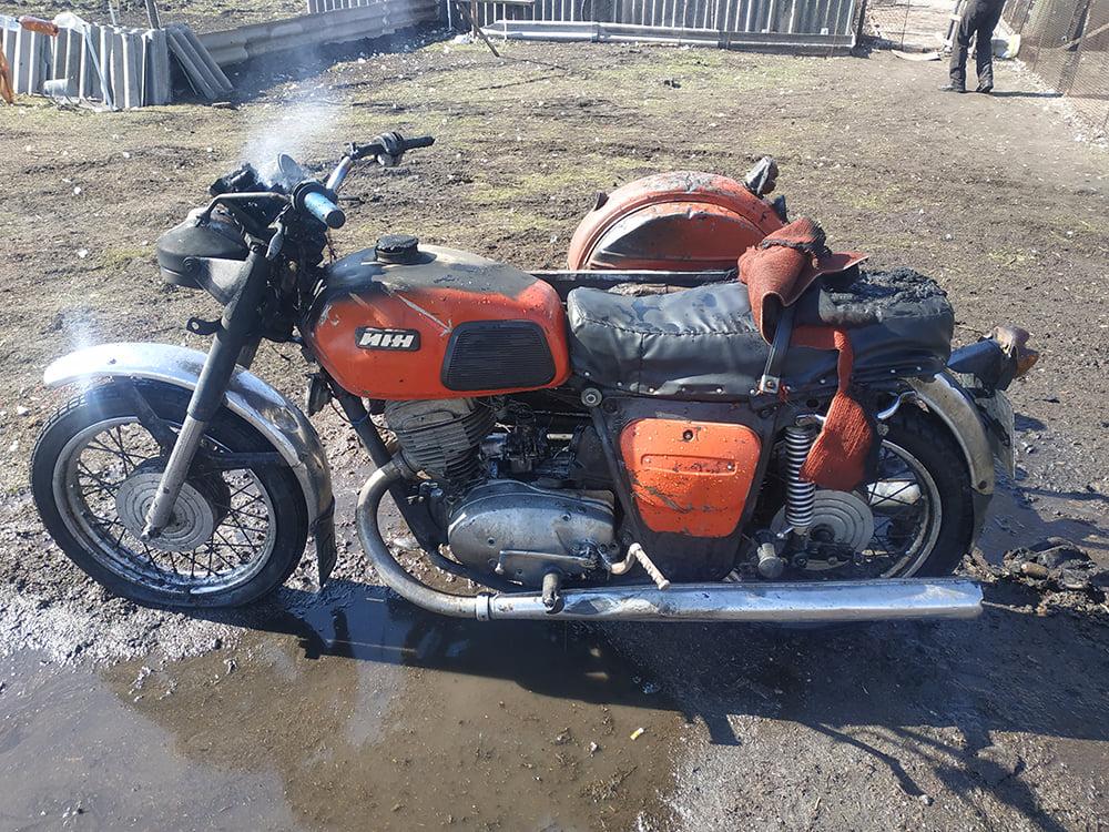 В селе Станционное горел мотоцикл, а в Витовском районе - баня и жилой дом (ФОТО) 5