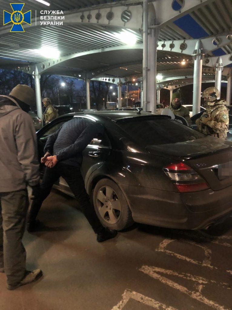 В Николаеве задержали группу фальшивомонетчиков - ежемесячно «рисовали» до 100 тысяч долларов (ФОТО) 1