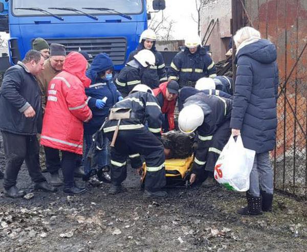 Взрыв котла в школе в Николаевской области: спасатели достали из-под завалов 26-летнего мужчину (ФОТО) 1
