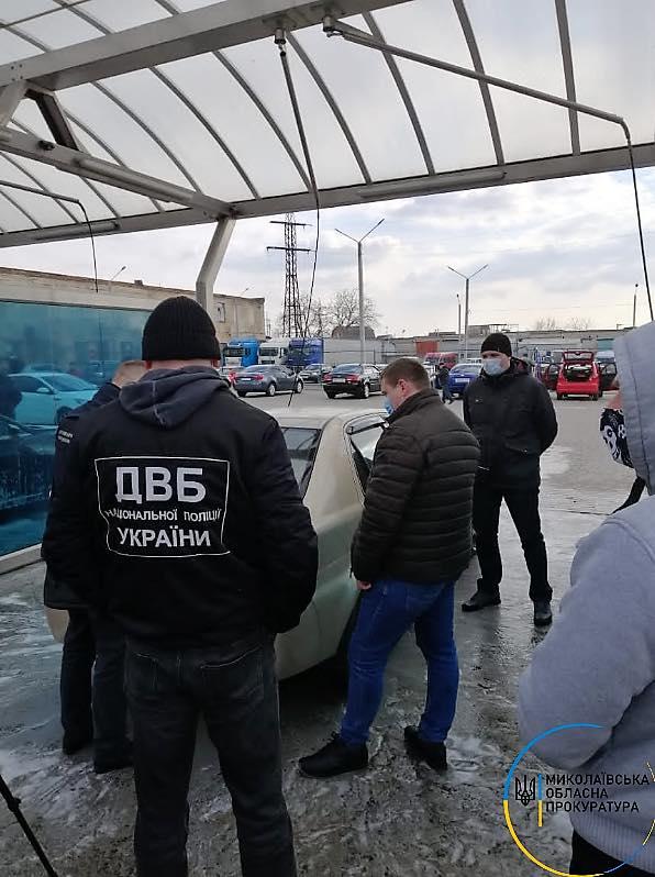 В Николаеве задержали полицейского, который требовал $2 тыс. взятки у своего коллеги «за молчание» ( ФОТО) 1