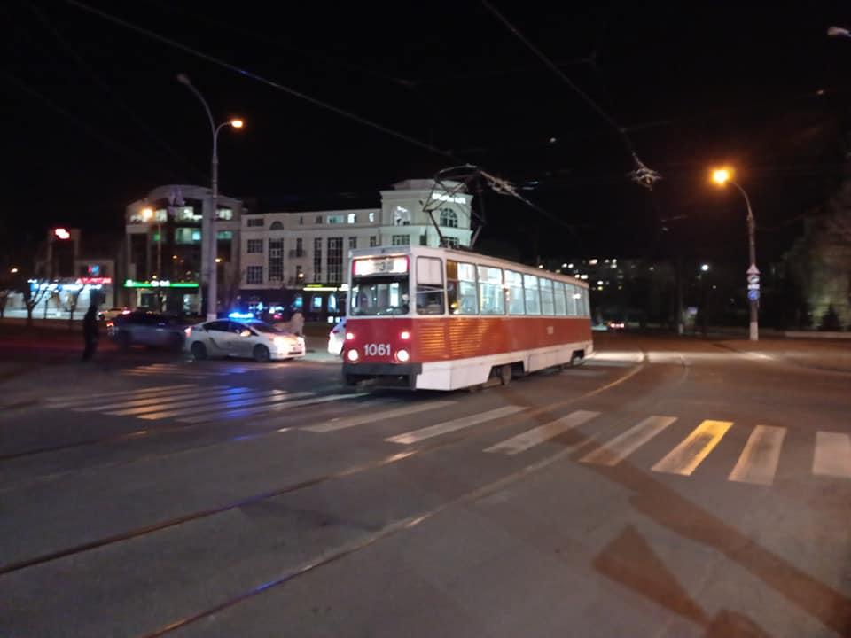Не заметил? В Николаеве кроссовер врезался в трамвай (ФОТО) 3