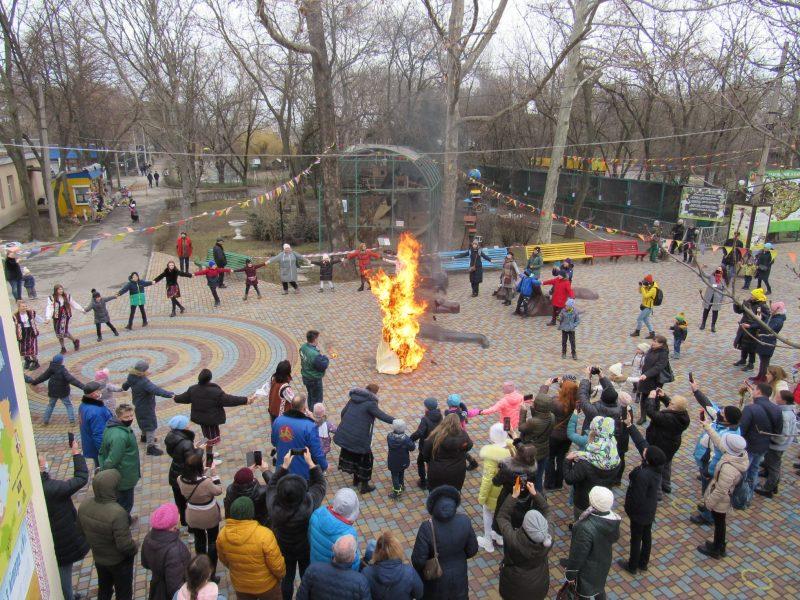 Надеемся, потеплеет: в Николаевском зоопарке сожгли Мару (ФОТО)