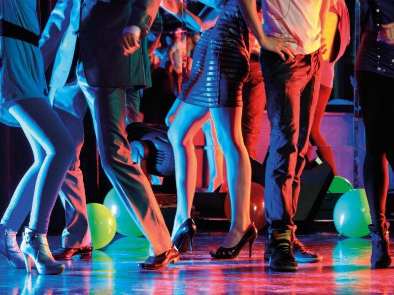 Коронавирусный эксперимент: в Нидерландах на танцпол вывели 1300 человек