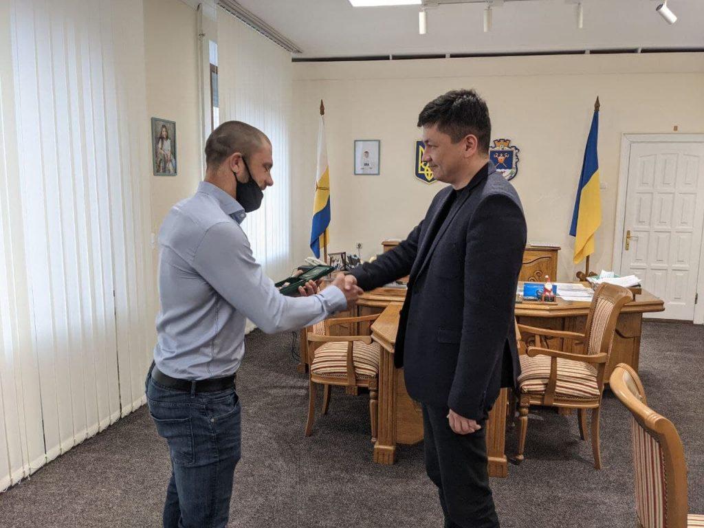 Николаевский губернатор Ким наградил спасителя детей, провалившихся под лед возле Коблево (ФОТО) 1