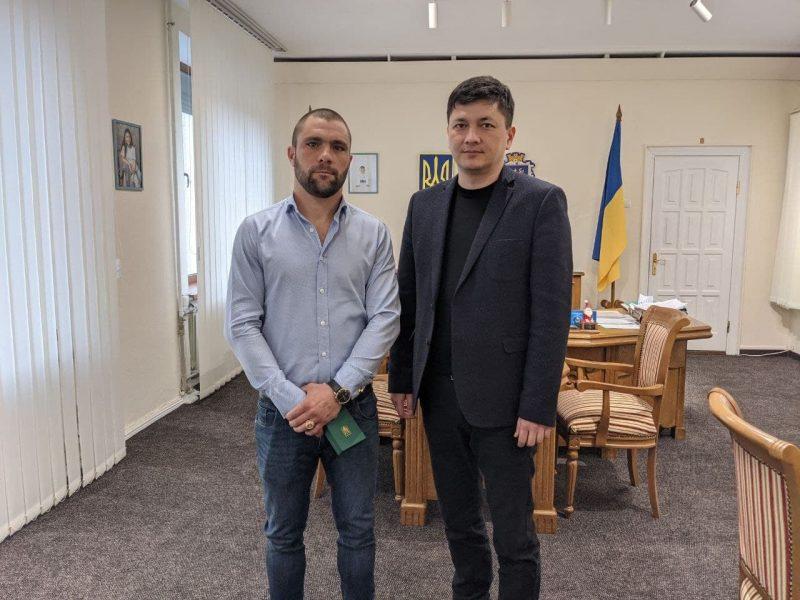 Николаевский губернатор Ким наградил спасителя детей, провалившихся под лед возле Коблево (ФОТО)