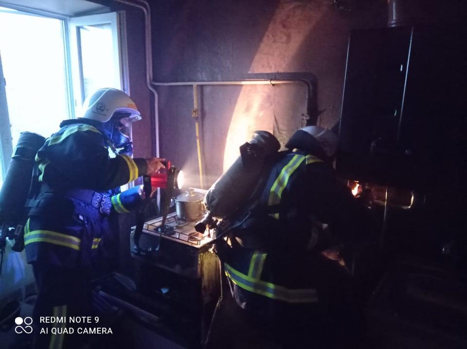 В Вознесенске горела квартира, соседей пришлось эвакуировать (ФОТО) 3
