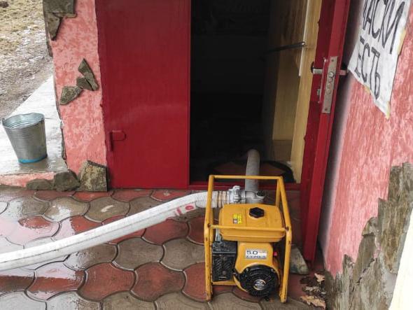 В Вознесенске прорвало водовод - затопило подвал многоквартирного дома (ФОТО) 5