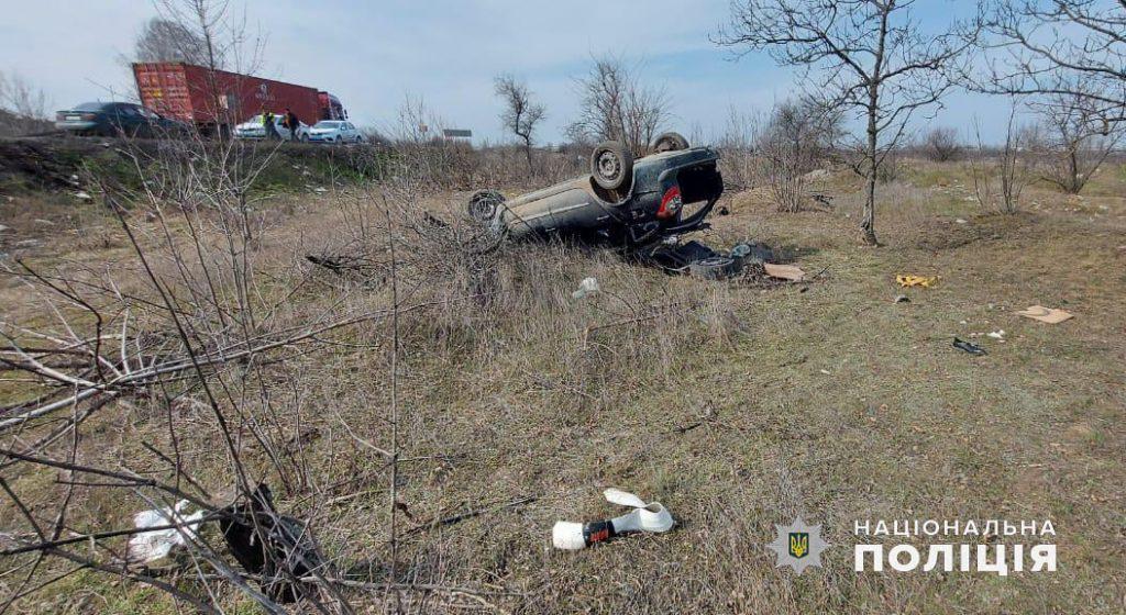 В Николаеве Renault вылетел в кювет и перевернулся, водитель погиб (ФОТО) 3