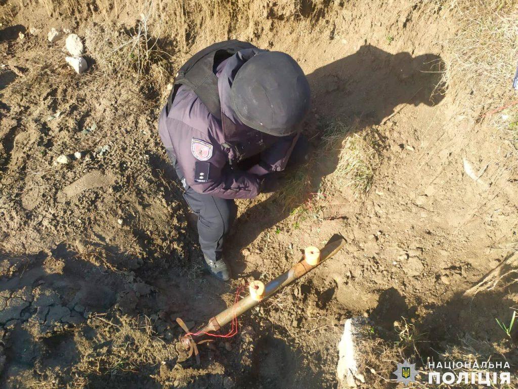 Боевую авиаракету случайно нашли в одной из школ Николаевской области (ФОТО) 3