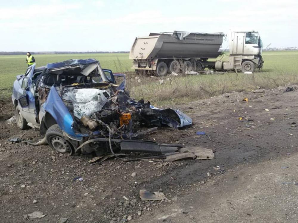 На Николаевщине такси столкнулось с грузовиком - трое погибших (ФОТО, ВИДЕО) 11