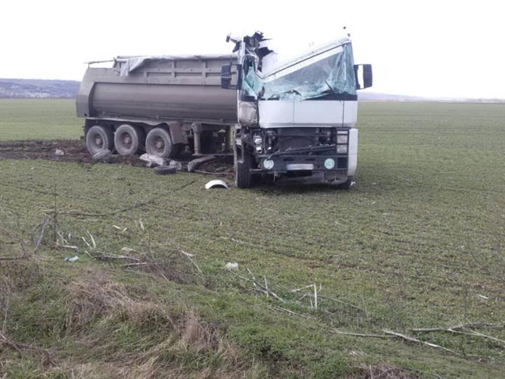 На Николаевщине такси столкнулось с грузовиком - трое погибших (ФОТО, ВИДЕО) 7