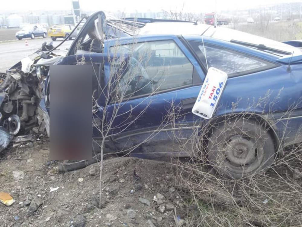 На Николаевщине такси столкнулось с грузовиком - трое погибших (ФОТО, ВИДЕО) 5