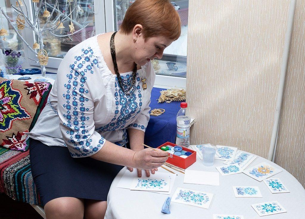 В Николаеве открылась выставка уникальной таврийской росписи Любови Паранюк (ФОТО) 5