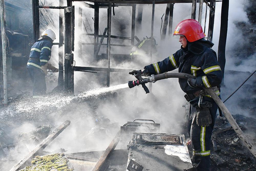 В Варваровке сгорели две хозпостройки (ФОТО) 3