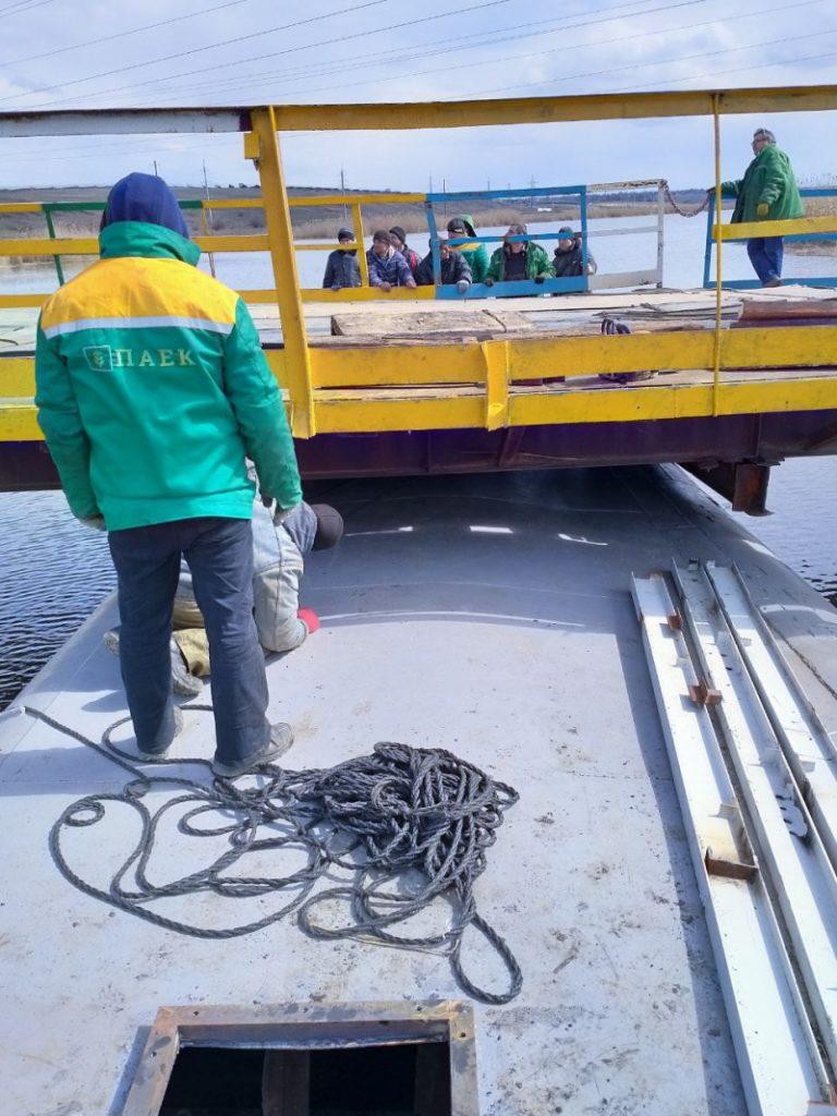 В Снигиревском районе восстановили утопленный фурами понтонный мост (ФОТО) 3