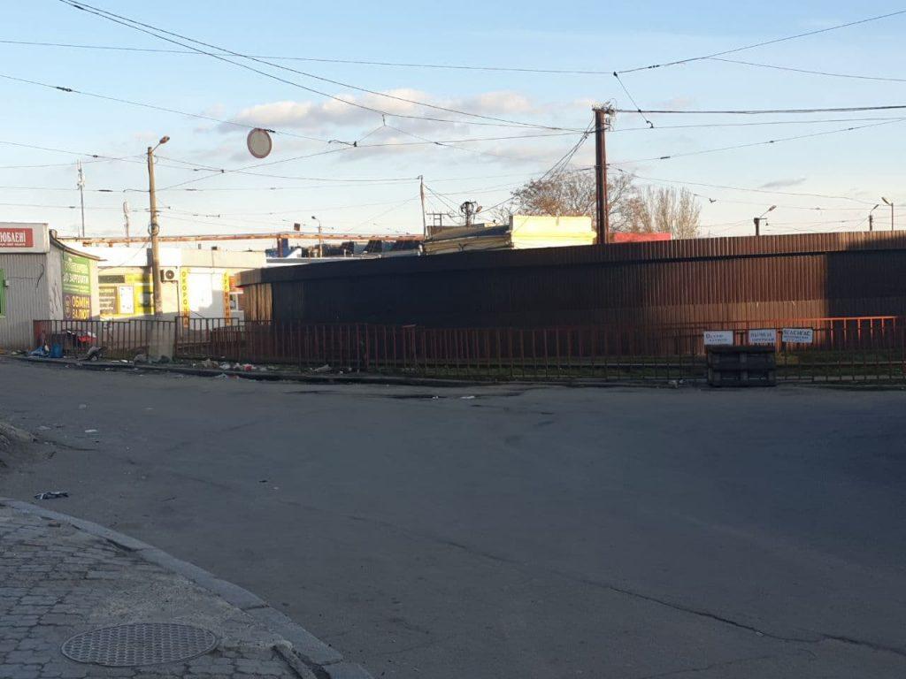 У Центрального рынка в Николаеве демонтировали 7 самовольно установленных киосков (ФОТО) 3