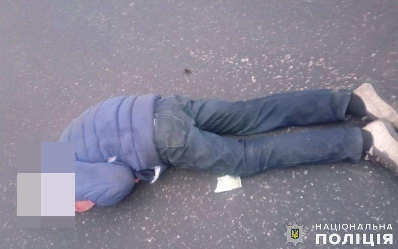 В Николаеве полиция устанавливает личность мужчины, который ранним утром бросился под фуру (ФОТО)
