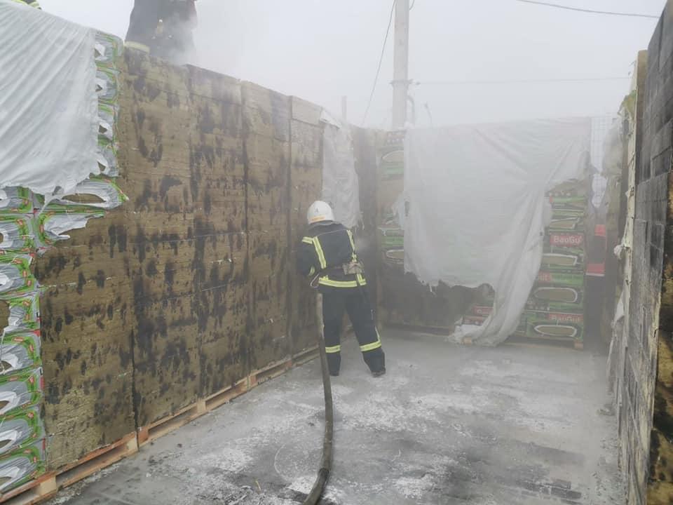 В Николаеве тушили пожар у «Эпицентра» (ФОТО) 3