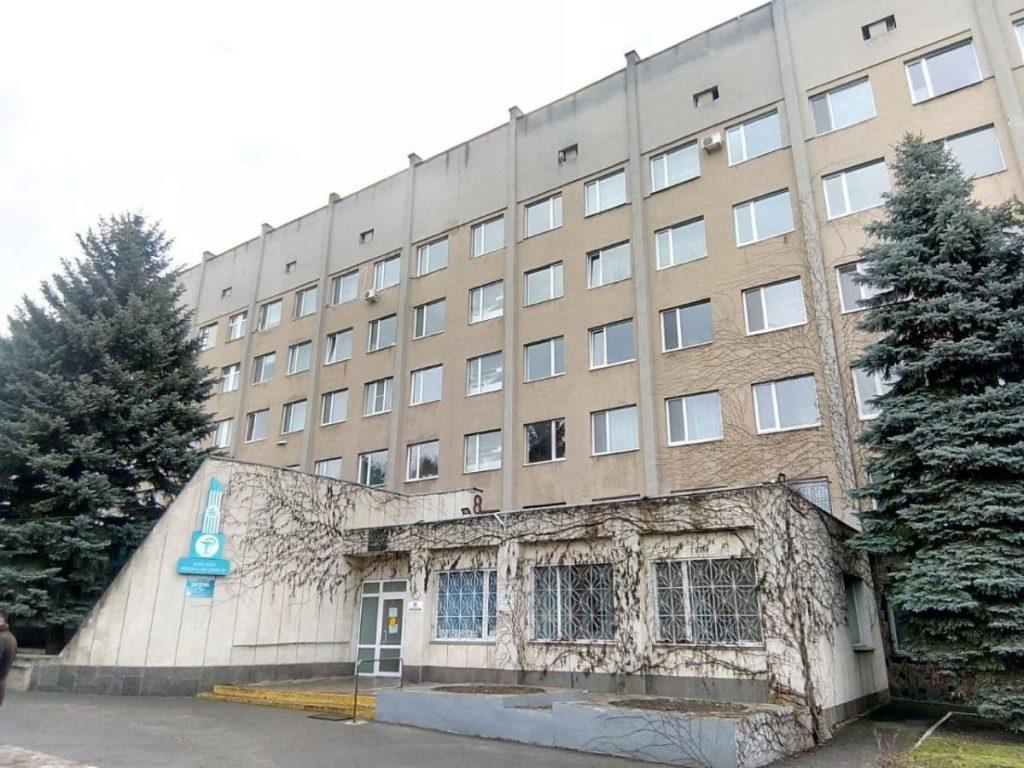 В Николаеве протестовали работники горбольницы №3 - они не получили положенных 300% зарплаты (ФОТО) 3
