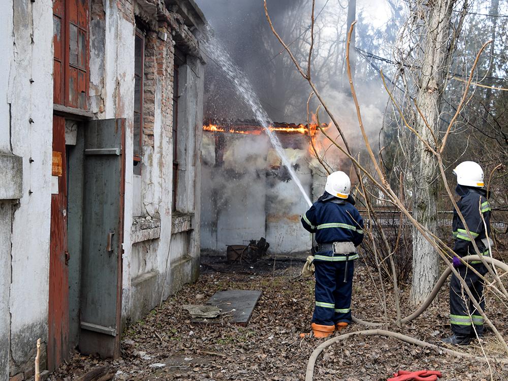В Николаеве тушили хозпомещение на одном из предприятий в Заводском районе (ФОТО, ВИДЕО) 5