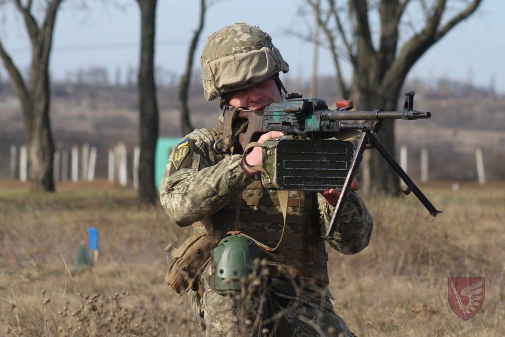 Днем и ночью: николаевские десантники повышают боевые навыки в полевых условиях (ФОТО) 3