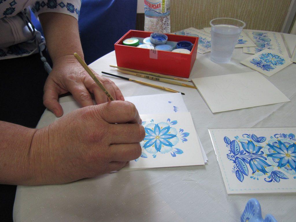 В Николаеве открылась выставка уникальной таврийской росписи Любови Паранюк (ФОТО) 3