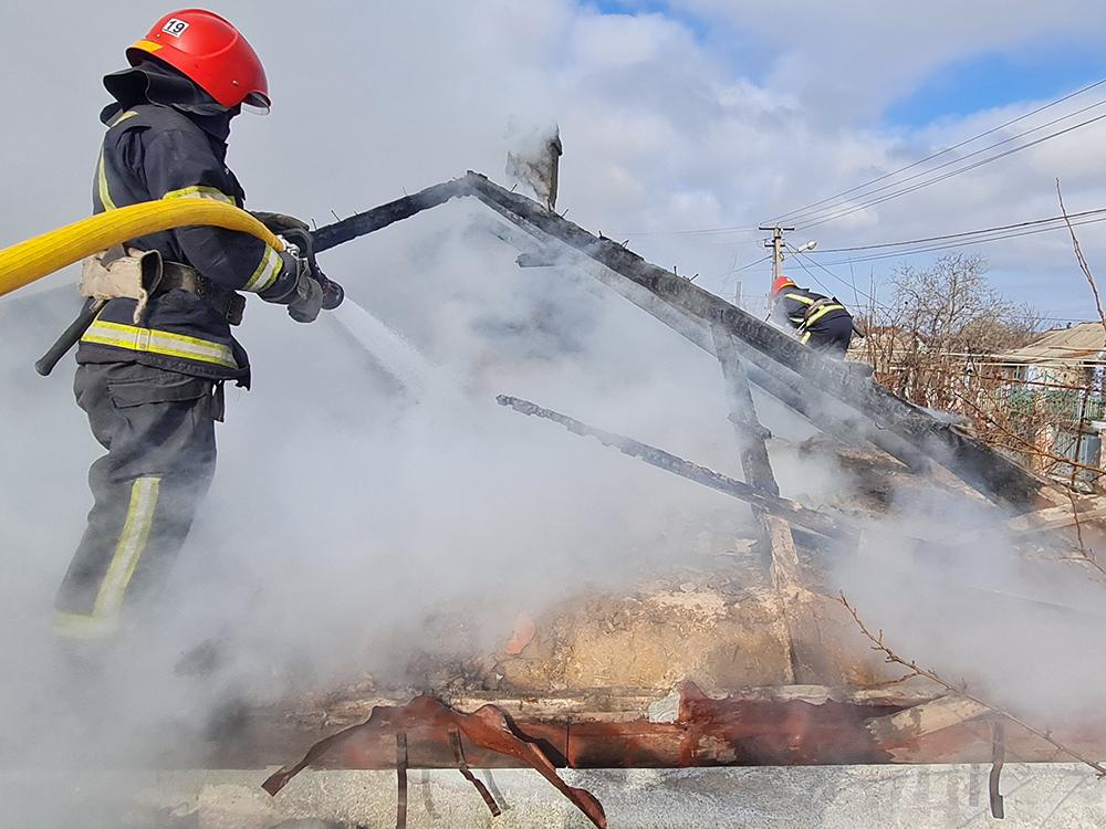 Николаевские спасатели тушили дома - с людьми и без людей (ФОТО) 7