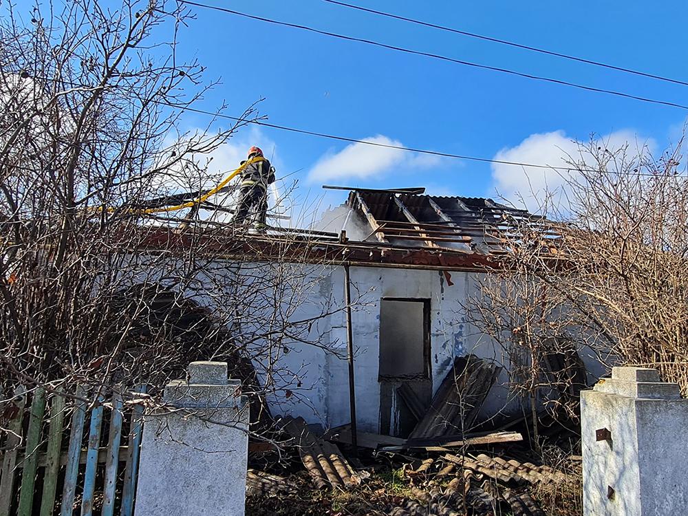 Николаевские спасатели тушили дома - с людьми и без людей (ФОТО) 3