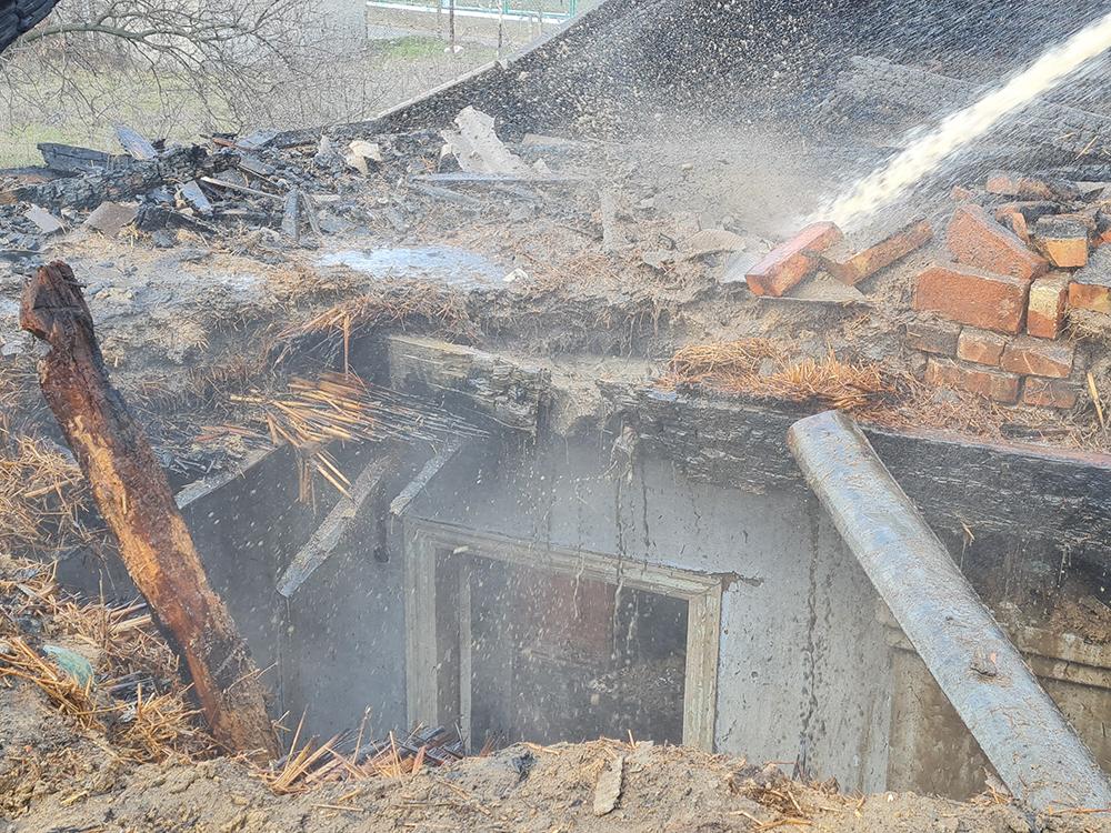 Николаевские спасатели тушили дома - с людьми и без людей (ФОТО) 1