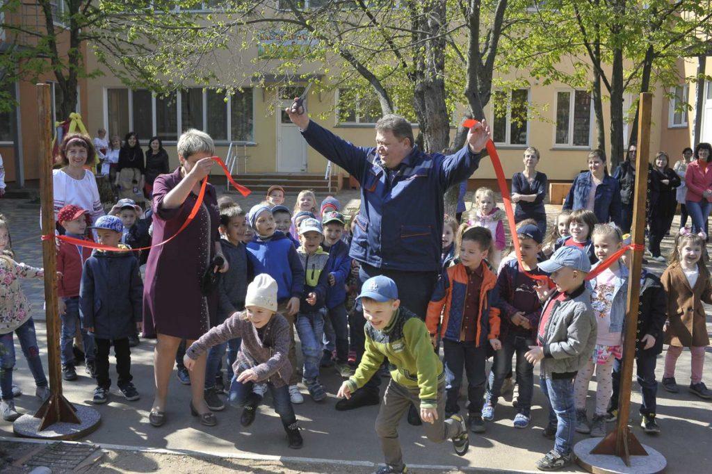 В рамках КСО-проекта «Сад мечты» НГЗ обустроил десятки игровых и спортивных площадок детских садов Николаева (ФОТО) 3