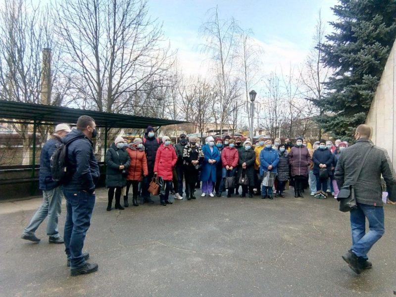 В Николаеве протестовали работники горбольницы №3 — они не получили положенных 300% зарплаты (ФОТО)