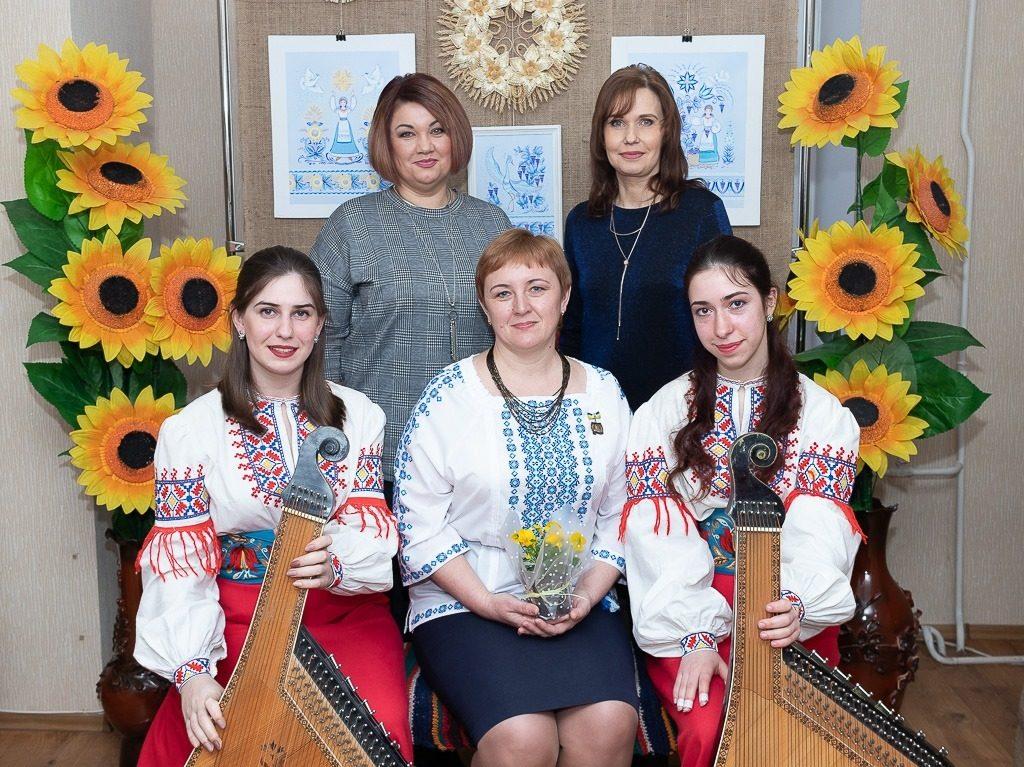В Николаеве открылась выставка уникальной таврийской росписи Любови Паранюк (ФОТО) 7