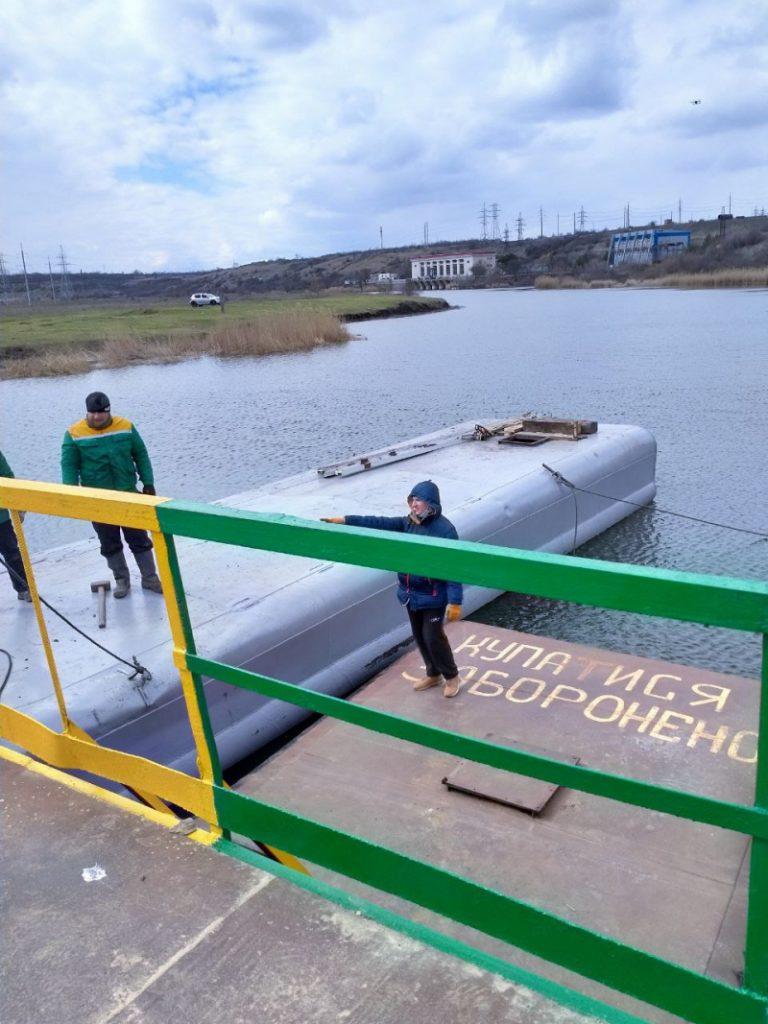 В Снигиревском районе восстановили утопленный фурами понтонный мост (ФОТО) 5