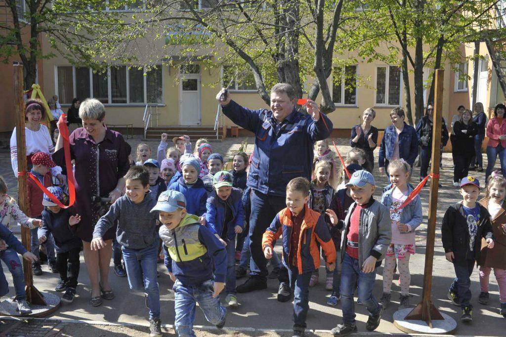 В рамках КСО-проекта «Сад мечты» НГЗ обустроил десятки игровых и спортивных площадок детских садов Николаева (ФОТО) 5