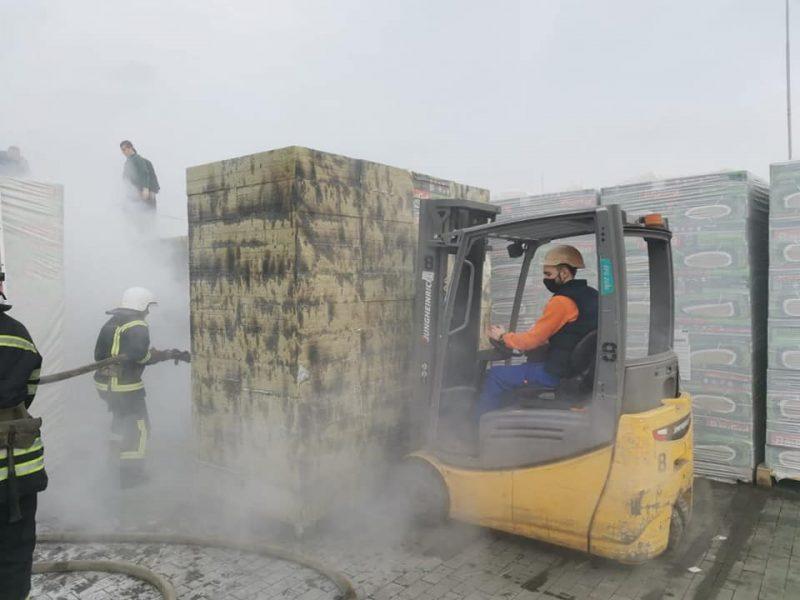 В Николаеве тушили пожар у «Эпицентра» (ФОТО)