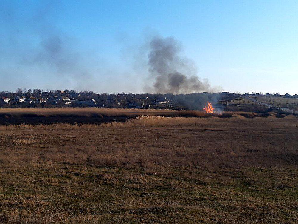 Опять поджоги: за сутки в Николаевской области выгорело 1,87 га открытых территорий (ФОТО) 9