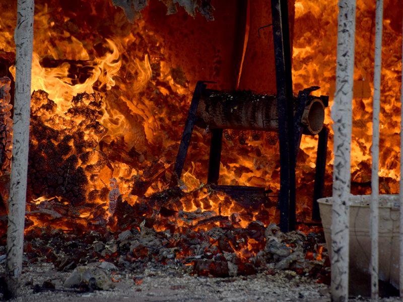 В Николаеве тушили хозпомещение на одном из предприятий в Заводском районе (ФОТО, ВИДЕО)