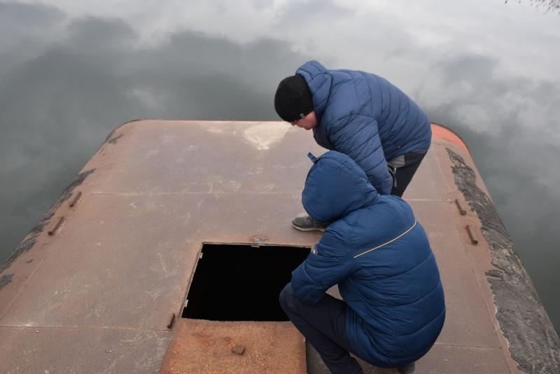 Затонувший под весом фур мост в Снигиревском районе: сегодня планируют достать понтоны из воды и начать из ремонтировать (ФОТО) 7